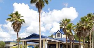 Days Inn by Wyndham Kissimmee FL - Kissimmee - Building