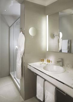 Chateau Frontenac Hotel - Paris - Bathroom