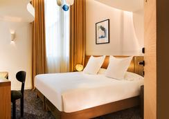 Hotel Marignan Champs-Elysées - Paris - Bedroom