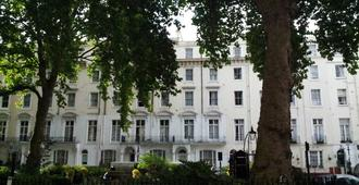 The Continental Hotel - London - Building
