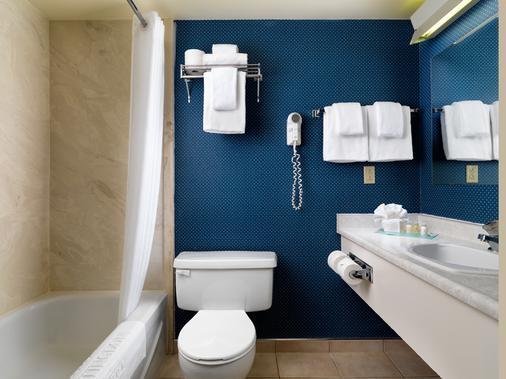 Huntingdon Manor Hotel - Victoria - Bathroom