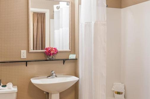 Mediterranean Inn - Seattle - Bathroom