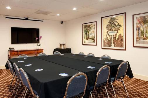 Mediterranean Inn - Seattle - Meeting room