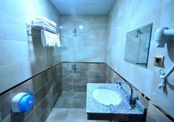 Dimet Park Hotel - Van - Bathroom