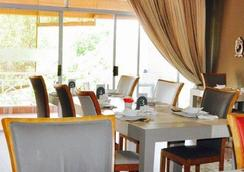 The Wesley - Johannesburg - Restaurant