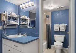 Island Inn Beach Resort - Treasure Island - Bathroom