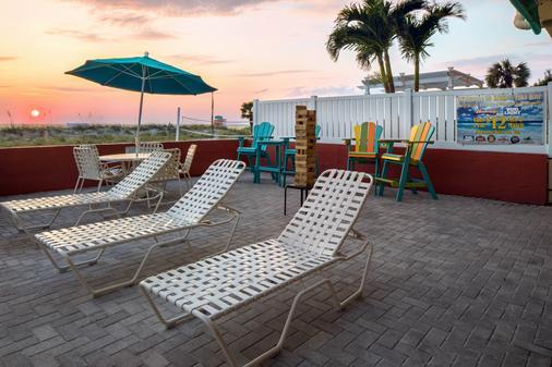 Island Inn Beach Resort - Treasure Island