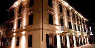 Hotel Savoia E Campana - Montecatini Terme - Building