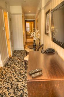 Gaslamp Plaza Suites - San Diego - Hallway