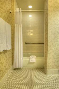 Gaslamp Plaza Suites - San Diego - Bathroom