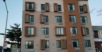 Hillside Hotel - Queens - Building