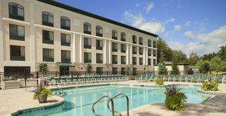 Wingate by Wyndham Lake George - Lake George - Building