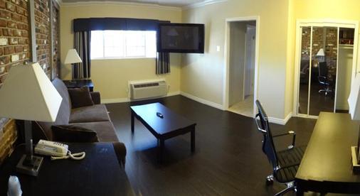 Metropolitan Inn & Suites - Los Angeles - Living room