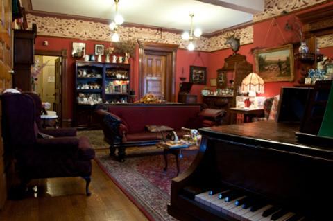 Castle Marne Bed & Breakfast - Denver - Living room