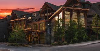 Solara Resort & Spa - Canmore - Building