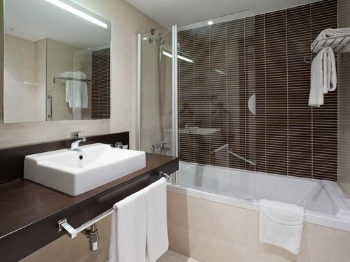Ilunion Auditori - Barcelona - Bathroom