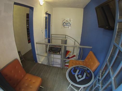 Roomies Hostel - Mexico City - Hallway