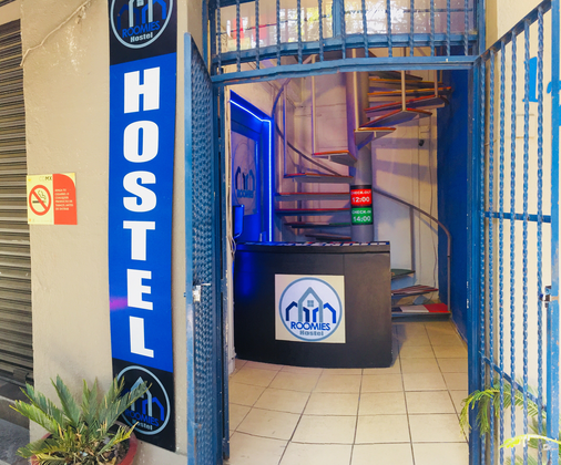 Roomies Hostel - Mexico City - Front desk