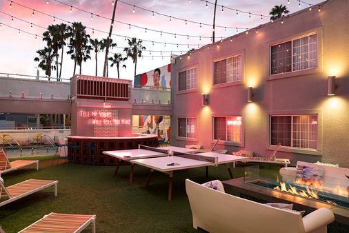 The Kinney - Venice Beach - Los Angeles - Patio