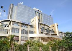 Panari Hotel - Nairobi - Outdoor view