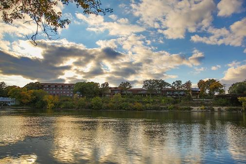 Riverview Inn and Suites an Ascend Hotel Collection Member - Rockford - Outdoor view