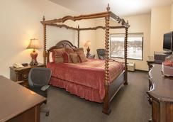 Riverview Inn and Suites an Ascend Hotel Collection Member - Rockford - Bedroom