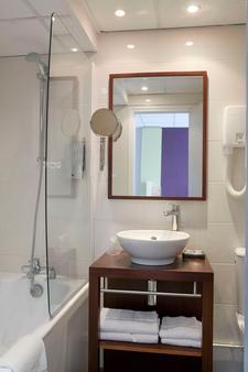 Hotel Montparnasse Alesia - Paris - Bathroom