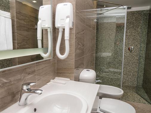 Center Hotel - Saint Petersburg - Bathroom
