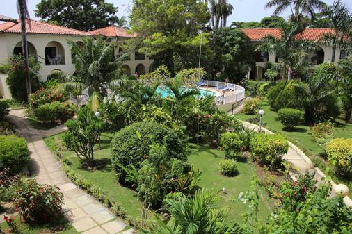Charela Inn Hotel - Negril - Outdoor view