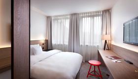 Sorat Hotel Saxx Nürnberg - Nuremberg - Bedroom