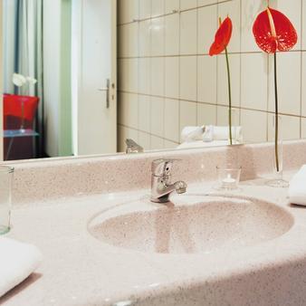 Ferrotel Duisburg - Duisburg - Bathroom