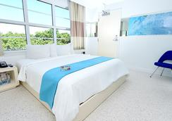Clevelander Hotel - Miami Beach - Bedroom