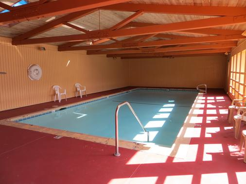 Surf City Inn & Suites - Santa Cruz - Pool