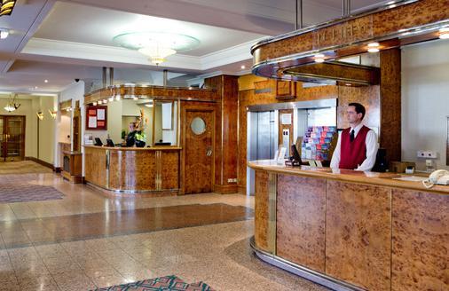 Tavistock Hotel - London - Front desk
