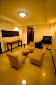 Sinsuvarn Airport Suite - Bangkok - Living room