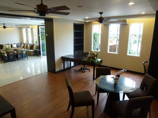 Sinsuvarn Airport Suite - Bangkok - Dining room