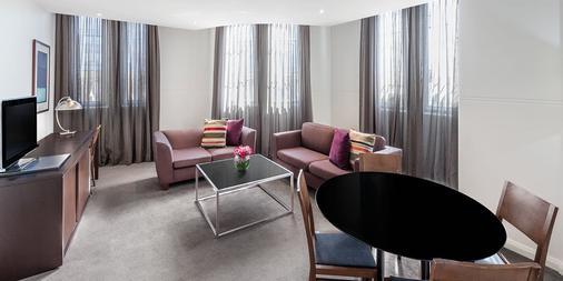 Adina Apartment Hotel Sydney Central - Sydney - Living room