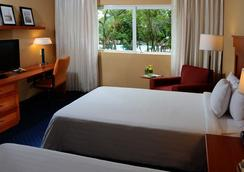 Courtyard by Marriott Cancun Airport - Cancún - Bedroom