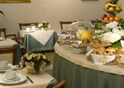 Aberdeen - Rome - Dining room