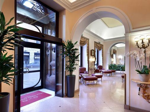 Exe Della Torre Argentina - Rome - Hallway