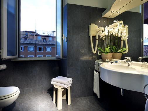Exe Della Torre Argentina - Rome - Bathroom