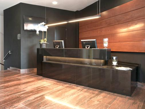 Exe Moncloa - Madrid - Front desk