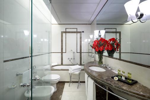Eurostars Excelsior - Naples - Bathroom