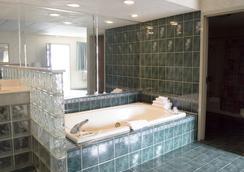 South Shore Inn - Sandusky - Bedroom