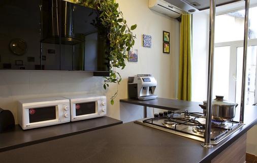 All Faces Hostel - Saint Petersburg - Kitchen