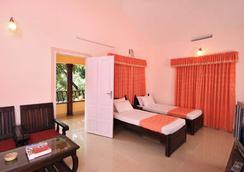 Aruvi Resorts - Munnar - Bedroom
