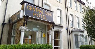 Central Park Hotel Finsbury Park - London - Building
