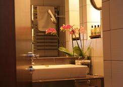 Friday Hotel - Prague - Bathroom