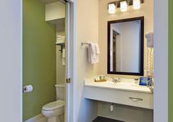 Baymont Inn & Suites Fort Collins - Fort Collins - Bathroom