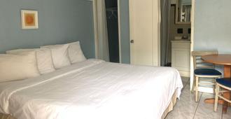 The St. Maurice Beach Inn - Hollywood - Bedroom